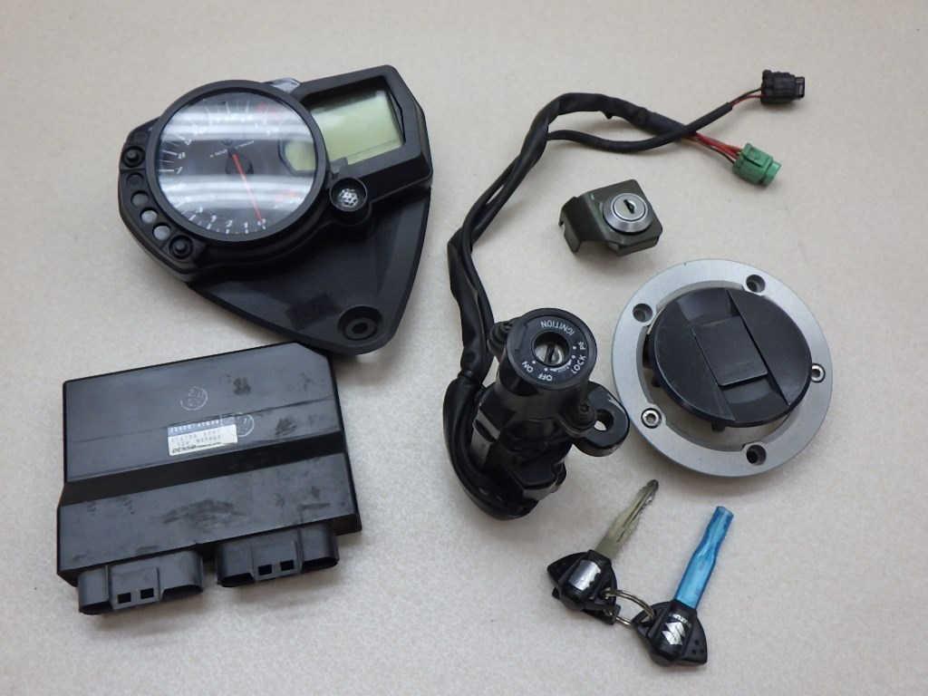 スズキ GSX-R1000 メーター ECU メインスイッチ タンクキャップ シートロック キーセット 送料無料
